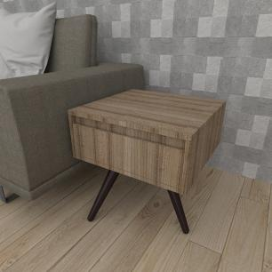Mesa lateral com gaveta em mdf amadeirado escuro com 3 pés inclinados em madeira maciça cor tabaco