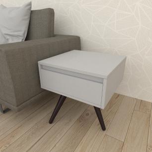 Mesa lateral com gaveta em mdf cinza com 3 pés inclinados em madeira maciça cor tabaco
