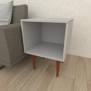 Mesa lateral moderna em mdf cinza com 4 pés retos em madeira maciça cor mogno
