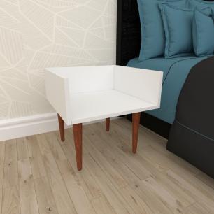 Mesa de Cabeceira minimalista em mdf branco com 4 pés retos em madeira maciça cor mogno