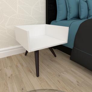 Mesa de Cabeceira minimalista em mdf branco com 3 pés inclinados em madeira maciça cor tabaco