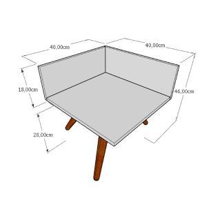 Mesa lateral simples em mdf branco com 3 pés inclinados em madeira maciça cor mogno