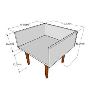 Mesa lateral minimalista em mdf amadeirado claro com 4 pés retos em madeira maciça cor tabaco