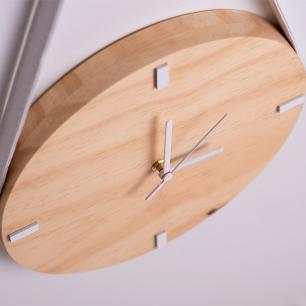 Relógio de Parede com alça em Madeira - Pinus com Branco