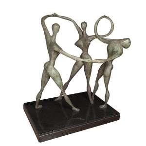 ALFREDO CESCHIATTI - As três graças - Escultura em bronze com base de mármore - 80 x 110 x 135 cm com base - assinada - Com selo