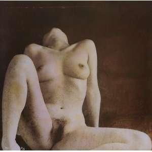 Fuyuki Hattori - Nude: Mulher nua sentada, cabeça para trás, pernas abertas para o observador. Assinatura do autor na imagem, à tinta. Sem tiragem. Dimensões 34 x 34 cm. Autor: Hattori, Fuyuki.