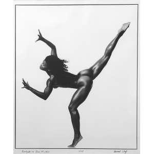 Howard Schatz: Rosalynde Le Blanc #7 1997: Bailarina, perna direita erguida. Gelatin Silver Print. Assinatura do autor, título, data e tiragem da obra, na margem direita, à tinta. Dimensões 46,5 x 38 cm. Autor: Schatz, Howard.