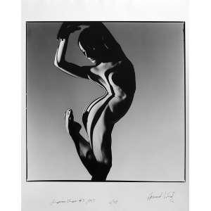 Howard Schatz - Shannon Chain-Series Dancers: American Ballet Theatre. Bailarina com o joelho direito dobrado, o pé na altura do quadril. Assinatura à tinta, na frente. Dimensões 38,5 x 38 cm. Autor: Schatz, Howard.