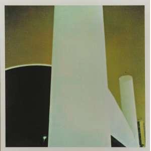 Cássio Vasconcelos -Memorial da América Latina #00: Foto Colorida de fundo Ocre, com estruturas brancas no sentido vertical e a sombra negra da entrada do Memorial à esquerda. Assinada e datada 2001 e 2002. Tiragem 1/3, dimensões 30 x 29 cm.