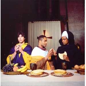 Renee Cox - Yo Mama´s Last Supper: Painel composto por 05 (cinco) quadros, impersonalizando a Santa Ceia, com todos os personagens negros. No papel de Cristo, a autora, nua ao centro. Archival Digital Print. Dimensões 76 x 380 cm.