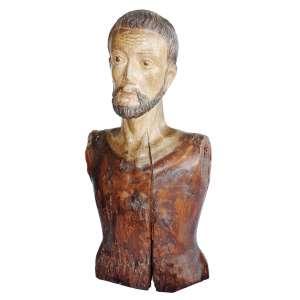 Cristo / Santo de Roca: Torso masculino em madeira, com o rosto barbado; imagem de roca. Portugal, século XVIII. Policromado até a base do pescoço, com extensas marcas de cupim. Dimensões 64 cm.