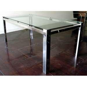 Mesa tampo de vidro e base em alumínio: Mesa estilo Bauhaus, estrutura em aço cromado e tampo de cristal, dimensões 78 x 200 x 100 cm. Sem o vidro.