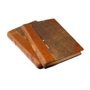 La Guerre Sans Haine - Vol I e II: Livros com capa marrom mesclado, com as costas e as bordas da capa em marrom sólido, com escrita na coluna em dourado. Dimensões 21 x 16 cm. Autor: Rommel, Marechal.