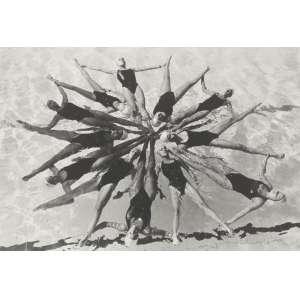 Claudia Jaguaribe (1955) - Atletas do Brasil - Nado sincronizado - ampliação analógica de negativo PB com banho de selênio, edição 1/5. - 30 x 46 cm - 1999 - Reprodução: Livro Claudia Jaguaribe - Atletas do Brasil, 1999. Acompanha Certificado da Artista