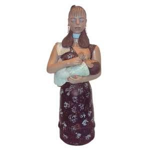 Isabel Mendes Da Cunha (1924 - 2014) - Boneca cerâmica 90 cm de altura assinada Santana de Araçuaí MG Estimativa: R$ 16.000 - 22.000