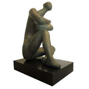 Bruno Giorgi (1905 - 1993) - Figura sentada - bronze - 78 x 63 x 48 cm - assinada