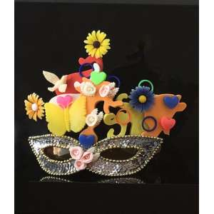 Beatriz Milhazes (1960) - A máscara e os óculos - materiais diversos - máscara de lantejoulas sobre óculos de plástico - 24 x 20 x 13 edição MAM 48/100 - 2000