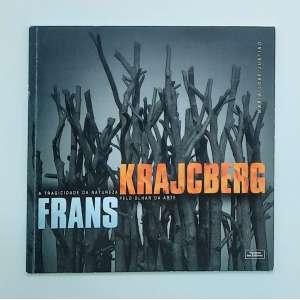 Frans Krajcberg a tragicidade da natureza pelo olhar da arte. A arte é revelação e transgressão; fala e silêncio. Assenta-se no vivido, em experiência própria, única, incomparável e, ao mesmo tempo, generosa, transferível, compartilhada, coletiva. É um universo cambiante entre o eu e o outro, a natureza urbana e a natura naturans. As esculturas-objetos de Krajcberg realizam este milagre: elas oferecem um passeio do visível ao invisível, um permeando o outro, quando o artista empresta seu corpo a essa aderência ao invisível. Livro amplamente ilustrado, medidas 25 x 25 cm, 93 páginas