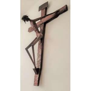 Jefferson Cesar - Crucifixo - Madeira, resina, resina colorida e ferro - Medidas 134 x 90 x 40 cm - s/data e assinatura - produzida na década de 70 - Acompanha certificado de autenticidade emitido pela filha do artista