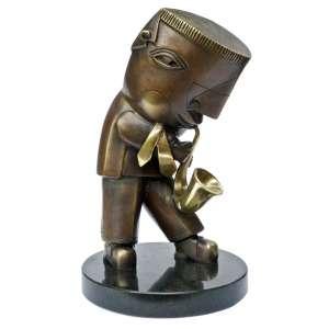 Inos corradin – Saxofonista – Escultura em bronze patinado com selo doAno Itália-Brasil, assinado e numerada pelo artista, com certificado de autenticidade emitida pelo autor por ocasião desta comemoração. Medidas: 22cm de Altura