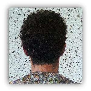 VIK MUNIZ -obra de Vik Muniz vem sendo examinada dos mais variados ângulos nos últimos anos, sobretudo a partir de uma noção de representação que contrapõe realidade e ilusão, cópia e original, contudo ainda não se destacou com a devida ênfase aquele que, a meu ver, é o seu procedimento decisivo: o registro fotográfico que se segue à construção plástica ? não por acaso seu livro autobiográfico se chama Reflex. O que pretendo examinar nesta comunicação é justamente o que está implicado em tal procedimento, observar como ele se organiza e por que ele se organiza em torno da fotografia. Livro Luxuoso.<br />Capa dura, formato 29x29cm, ilustrado, 299 páginas.<br /><br />