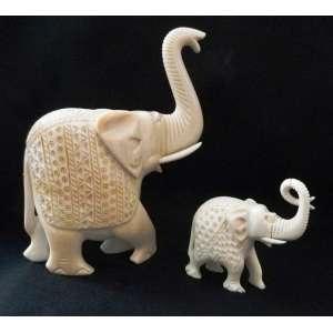 Elefantes em Marfim egípcio com trombas pivotadas - Dimensões: 16 X 12 X 4 cm / 8 X 8 X 4 cm