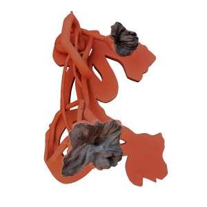 Frans Krajcberg - Raiz vermelha. Madeira e pigmentos naturais, 103x65x59 cm, déc. 2010, A.V. <br />