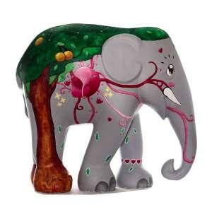 Obra: Coração de Marfim / Artista: Rodrigo Falco<br /><br />Entidades beneficiadas: Santuário de Elefantes Brasil (www.santuariodeelefantes.org.br) e Elephant Family (www.elephant-family.org)<br /><br />Justificativa do autor: Com o tema Marfim de Sangue, minha ideia é representar toda a vida existente no elefantinho. Com o impacto que senti ao ver informações e imagens sobre o que os elefantes sofrem ao serem caçados pelas suas presas de marfin, minha inspiração foi tentar mostrar toda a vida, inocência e alegria existente dentro dele. Na pintura estão presentes elementos como a natureza que o cerca, a árvore e o fruto de Marula e, como elemento central, o coração pulsante levando vida por todo seu corpo. A intenção é tocar o coração das pessoas para poderem, cada vez mais, enxergar os elefantes como seres viventes e vibrantes.<br /><br />Uso: Interno e Externo - Medidas: Altura 146 cm - Comprimento 166 cm - Largura 75 cm - Peso 35 kg<br /><br />Materiais: Fibra de vidro, tinta acrílica e verniz PU.<br /><br />*A escultura de elefante é leiloada sem a base*
