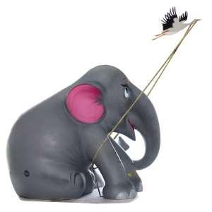 Obra: La levedad del Elefante / Artista: Nenão<br /><br />Entidades beneficiadas: Act to Impact Program e Elephant Family (www.elephant-family.org)<br /><br />Uso: Interno e Externo - Medidas: Altura 144 cm - Comprimento 173 cm - Largura 104 cm - Peso 35 kg<br /><br />Materiais: Fibra de vidro, tinta acrílica, ferro e verniz PU.<br /><br />*A escultura de elefante é leiloada sem a base*