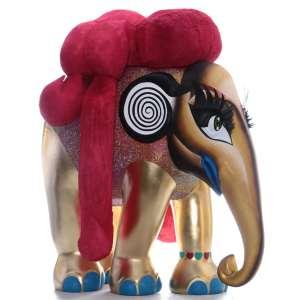 Obra: Luxodonna Maxima / Artista: Christian Kort Cerávolo / Chiara Mori (Drag Queen)<br /><br />Entidade beneficiada: Elephant Family (www.elephant-family.org)<br /><br />Justificativa: A Minha ideia foi de criar um elefante Drag Queen que como essas rainhas traga sorrisos, cor e brilho para a cidade, crianças e adultos. A ideia geral é inspirada na enorme comunidade Drag da cidade de São Paulo que cresce cada dia mais, porém sofre com preconceito e corre um grande risco de violência ao estarem nas ruas. <br /> Além de sensibilizar os habitantes para a necessidade de preservação dos elefantes, expor um elefante Drag Queen 24h por dia na cidade, irá trazer visibilidade para o trabalho árduo dessas artistas que lutam para que essa arte sobreviva e que assim como os elefantes sofrem ameaças diariamente.<br />Justificativa do autor: A possibilidade de tocar na obra, sentindo suas diferentes texturas, se aproximar, se afastar, olhar por diferentes ângulos e fotografar encantará não só as crianças como também os adultos. E fará com que todos percebam que Drag não é aquele ser demonizado como muitos acreditam que seja e sim uma arte de superlativos, assim como tudo em São Paulo, tanto no quesito beleza e brilho, quanto auto-satisfação e emoção. Com Drag qualquer um pode se tornar quem ou o que quiser. <br /> A pintura é baseada no clássico contorno e iluminação da maquiagem Drag, as cores saturadas selecionadas são inspiradas no meu estilo de Drag. A coloração e o tema foram também pensados para dialogar com a cidade que passa por uma discussão sobre o uso da cor, do belo e da valorização do trabalho de artistas tão característicos da imagem da cidade de São Paulo e da diversidade aqui existente.<br /> A cor base do elefante é o dourado, variando para tons mais claros nas áreas iluminadas e tons mais escuros nas áreas de contorno; a vestimenta consiste em milhares de brilhantes de plástico (strass) furta-cor colados em fileiras. O azul do batom e das unhas completa a tríad