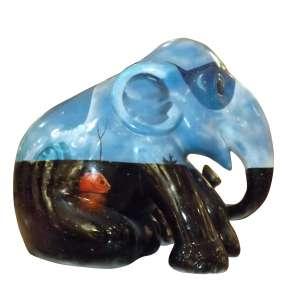 Obra: Murilo / Artista: Davi DMS<br /><br />Entidade beneficiada: Abrigo Irmão Fábio e Elephant Family (www.elephant-family.org)<br /><br />Uso: Interno e Externo - Medidas: Altura 144 cm - Comprimento 173 cm - Largura 104 cm - Peso 35 kg <br /><br />Materiais: Fibra de vidro, tinta acrílica, verniz PU e coroa de metal. <br /><br />*A escultura de elefante é leiloada sem a base*<br />