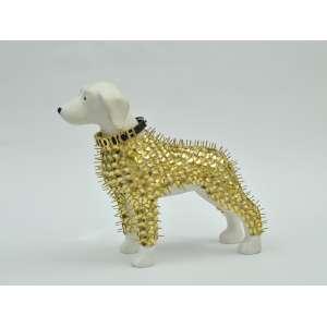 Gui Torres - Cachorro em resina, 20x20x8, 700g - cachorro branco com percevejos dourados e uma coleira com a palavra DON'T TOUCH
