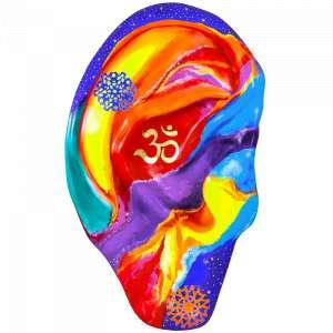 Obra: OM - O Som do Universo <br/><br />Artista: Mi Castelani <br/><br />Inspiração do projeto: A inspiração é sobre o sagrado.Este símbolo tanto visual quanto sonoro faz com que sejamos a conexão entre o céu e a terra e nos leva em meditaçãoa paz absoluta e a divina harmonia. <br/><br />Medidas orelha: 160x95x25cm (AxLxP) <br/><br />Medidas base*: 80x60x40cm (AxLxP) <br/><br />Materias: Fibra de Vidro, Tinta Acrílica e Verniz PU. <br/><br />Pode ser exposta em ambiente externo. <br/><br />*A base da escultura também faz parte desse lote. <br/><br />