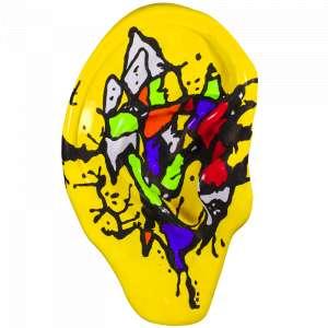 Obra: Paulo Ferrari <br/><br />Artista: Indo ou Vindo <br/><br />Inspiração do projeto: Procura retratar o movimento orgânico do 'ouvir', suas nuances, performance e colorido gestual. (abstrato gestual colorido pintado na parte da frente e na parte de trás da orelha) <br/><br />Medidas orelha: 160x95x25cm (AxLxP) <br/><br />Medidas base*: 80x60x40cm (AxLxP) <br/><br />Materias: Fibra de Vidro, Tinta Acrílica e Verniz PU. <br/><br />Pode ser exposta em ambiente externo. <br/><br />*A base da escultura também faz parte desse lote. <br/><br />