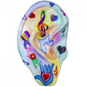Obra: O Som do Coração <br/><br />Artista: Sônia Botture <br/><br />Inspiração do projeto: Minha ideia foi passar um pouco de emoção e alegria da musica através das cores e formas. <br/><br />Medidas orelha: 160x95x25cm (AxLxP) <br/><br />Medidas base*: 80x60x40cm (AxLxP) <br/><br />Materias: Fibra de Vidro, Tinta Acrílica e Verniz PU. <br/><br />Pode ser exposta em ambiente externo. <br/><br />*A base da escultura também faz parte desse lote. <br/><br />