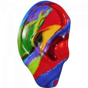 Obra: Um Pouco Mais Além <br/><br />Artista: Mi Castelani <br/><br />Inspiração do projeto: Um pouco mais além - mostra através das cores e movimento da pintura a beleza de ver, sentir e ouvir os movimentos da natureza como das chuvas,dos ventos,trovões e relâmpagos. <br/><br />Medidas orelha: 160x95x25cm (AxLxP) <br/><br />Medidas base*: 80x60x40cm (AxLxP) <br/><br />Materias: Fibra de Vidro, Tinta Acrílica e Verniz PU. <br/><br />Pode ser exposta em ambiente externo. <br/><br />*A base da escultura também faz parte desse lote. <br/><br />