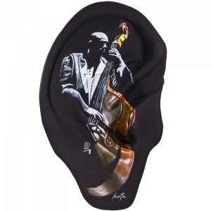 Obra: Hear me. I'm Jazz <br/><br />Artista: Fê Motta <br/><br />Inspiração do projeto:Hear me. I'm Jazz - É a mesma inspiração do primeiro projeto. A saúde dos ouvidos devem ser mantidas para que possamos desfrutar das maravilhas musicais. Porém este projeto é voltado para o jazz. <br/><br />Medidas orelha: 160x95x25cm (AxLxP) <br/><br />Medidas base*: 80x60x40cm (AxLxP) <br/><br />Materias: Fibra de Vidro, Tinta Acrílica e Verniz PU. <br/><br />Pode ser exposta em ambiente externo. <br/><br />*A base da escultura também faz parte desse lote. <br/><br />