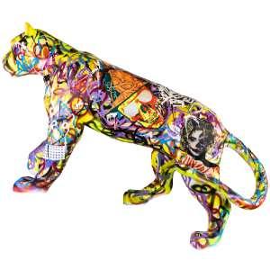 """Obra: Jaguar street art<br/>Artista: Sérgio Astral<br/>Entidade beneficiada: Onçafari<p/>ESSE LOTE PODERÁ SER ADQUIRIDO NA MODALIDADE BUY NOWPELO VALOR FIXO DE R$15.000,00 (quinze mil reais).<br/>Para garantir a aquisição obra, basta dar o lance neste valor, ou enviar um e-mail para leilao@artery.com.br<br/>Ao confirmar a compra, o lote será retirado do catálogo.<p/>Inspiração do projeto: """"Minha obra teve como inspiração, a selva urbana, aonde trago na obra traços de grafite, lambe-lambe e pixação, um misto de informações da arte urbana.""""<p/>Medidas onça: 161x50x198 (AxLxP)<br/>Medidas base*: 72x65x198 (AxLxP)<br/>Materias: Fibra de Vidro, Tinta Acrílica e Verniz PU.<br/>Pode ser exposta em ambiente externo.<p/>*A base da escultura também faz parte desse lote."""