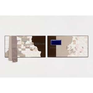 Erica Ferrari - de terra, pedra e palavra - sem nome, 2019 - Entulho, tecido, placa esmaltada, estrutura de ferro - Edição Única - Diptíco 80 x 152 x 3 cm (cada)<br><br><b>INGLÊS</b><br>Erica Ferrari - post poems, 2020 - Rubble, fabric, enameled plate, iron structure- Single Edition - Diptych 80 x 152 x 3 cm (each)