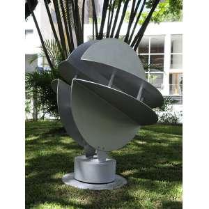 CLEBER MACHADO<br />Escultura de Jardim.<br />Chapa de alumínio pintado.<br />153 x 120 x 120 cm.