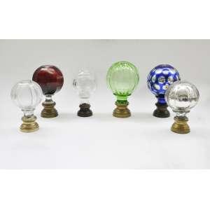 6 pinhas em cristal.<br />15 cm. prateada <br />16 cm. 2 translucida<br />18 cm. azul e prateada <br />18 cm. rubi <br />19 cm. verde <br />