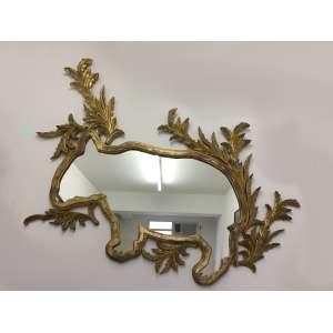 Lina Kim, espelho com moldura em madeira representando anta, 110 x 165 cm.