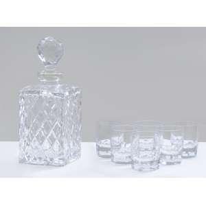 Garrafa em cristal francês Bacarat, 27 cm.<br />6 copos para whisky em cristal.