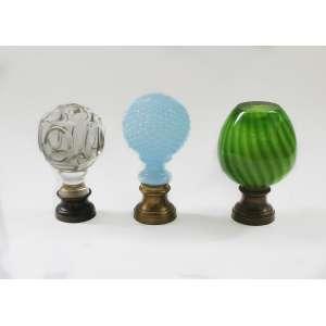 3 pinhas em vidro, 16 cm. (verde), 16 cm. (translúcida), 17 cm. (azul)