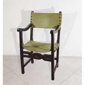 Poltrona em madeira com trava frontal assento e encosto de tecido verde, 106 x 90 x 46 cm.