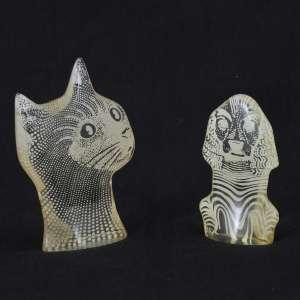 Abraham Palatinik<br />Cão e Gato, esculturas em resina poliéster policromadas, assinadas e em perfeito estado. <br />11 x 7,5 cm. e 9 x 5 cm.