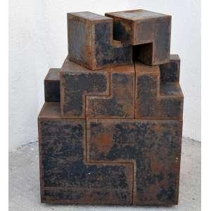 Nicola Carrino <br />The Multiple Construttivo 74 Módulo L, escultura modular transformável em aço, Edição 5/1000. Composta por dois módulos de 40 x 40 x 40 e oito de 20 x 20 x 20 cm. Tamanho total da montagem.<br />60 x 60 x 40 cm.