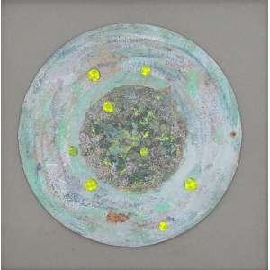 Niobe Xandó<br />Pastel seco, colagem e óleo sobre cartão, assinado inferior direito.<br />21 cm (diâmetro)