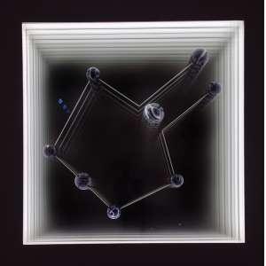 Alexandre Mazza <br />Ágata nº 5, 2013. Caixa de madeira, ágata, espelhos e LED's, assinada, e numerada edição 2/3, no verso.<br />72 x 72 x 9,5 cm.