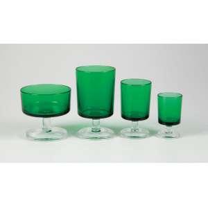 Lote com peças remanescentes, copos e taças no tom verde; 35 copos para sorvete - 18 copos para água - 26 taças para vinho tinto - 18 taças para vinho branco - 28 cálices para licor - total 125 peças